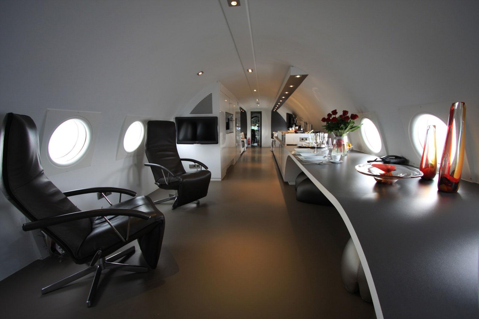 airplane-Suite-ddr-honnecker-il18-raum-2