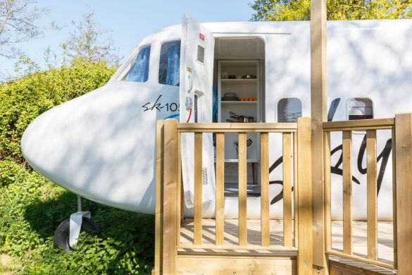 sky-plane-village-frankreich