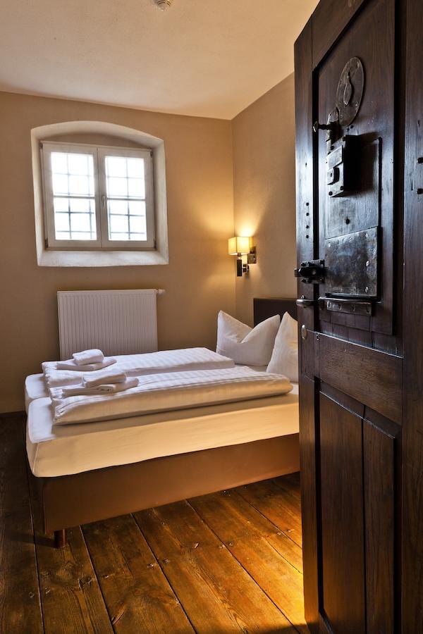 Knast-Hotel-Fronfeste-zimmer-schmal